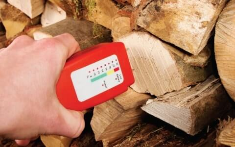 speсial device for determing the moisture level of wood